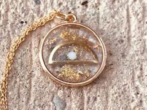 Resin necklace with a pearl and half circle with panthers